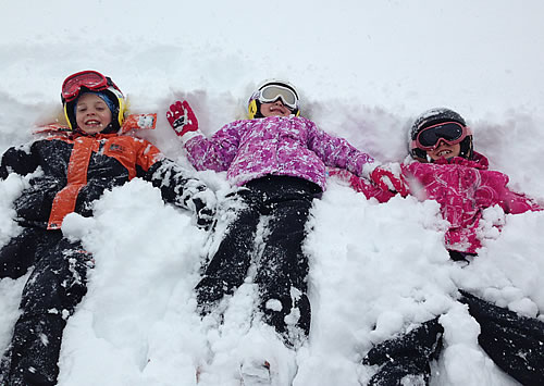 Skivo-Childcare-Kids-In-Snow